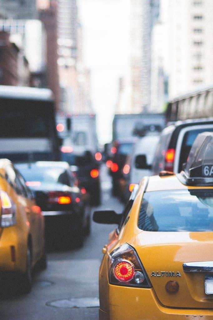 city, streets, traffic-2609248.jpg